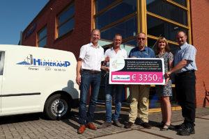 Bedrijvenkring Rhenen schenkt cheque, hoogste bod door Hijnekamp